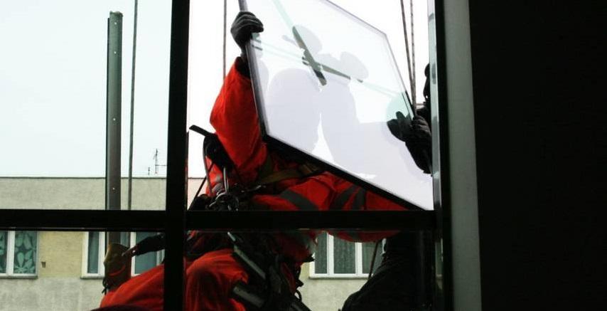 Монтаж и замена стеклопакетов альпинистами в Киеве