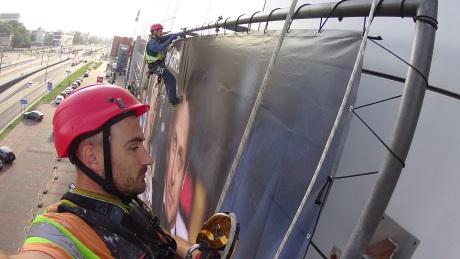 Монтаж и демонтаж баннеров альпинистами в Киеве