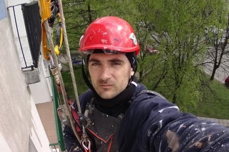 """Работа на высоте с использованием альпинистической техники """"маятника""""."""